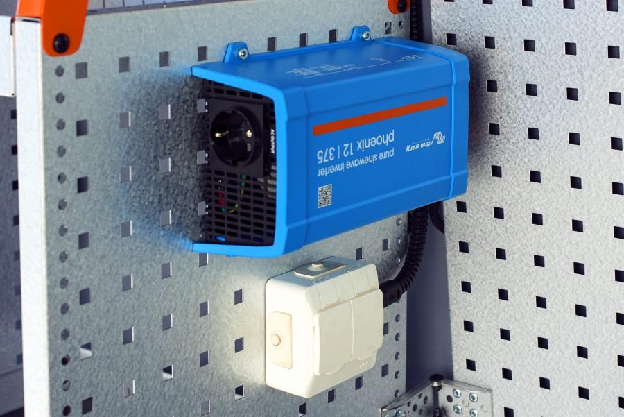Stromversorgung für Ihr Arbeitsfahrzeug, wie Wechselrichter, Batterien und Ladegeräte