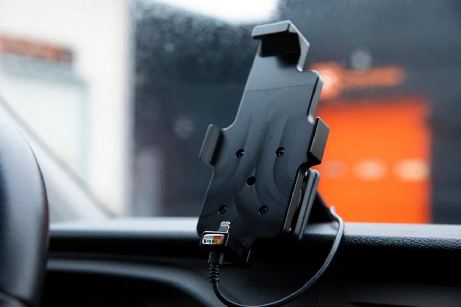 Halterung für Telefon, Tablet und Computer für Ihr Arbeitsfahrzeug oder Ihren PKW.